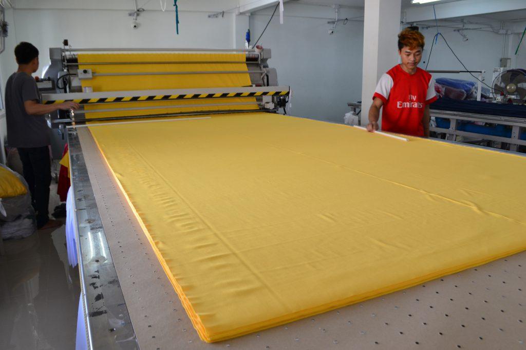 เครื่องปูผ้าอัตโนมัติ SERKON MN1