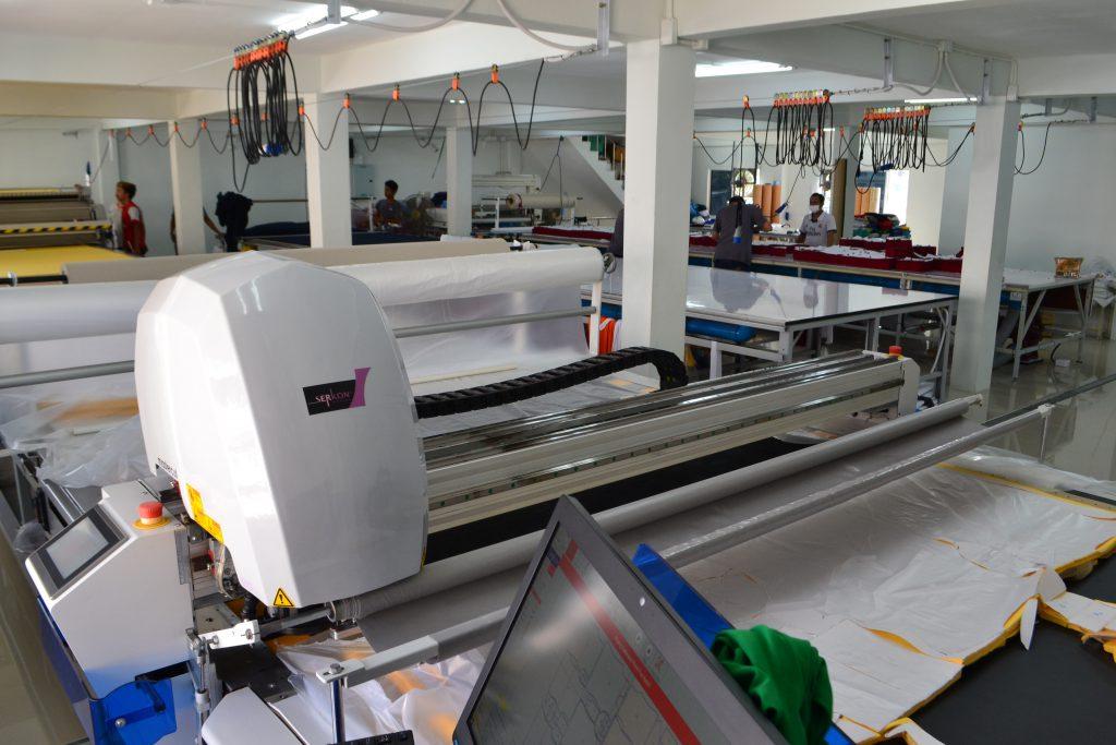 เครื่องตัดผ้าอัตโนมัติจากสถานที่จริง