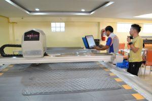 เริ่มงานตัดชิ้นงานด้วย เครื่องตัดผ้า เครื่องตัดผ้าอัตโนมัติ