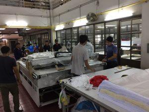เริ่มการติดตั้งเครื่องตัดผ้าอัตโนมัติภายในสถานที่ผลิต