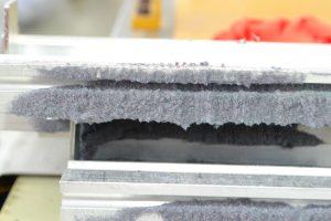 สภาพภายในเครื่องตัดผ้าอัตโนมัติก่อนทำความสะอาด